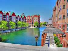 Canal Walk, Indianapolis (Phot by: HalloweenHJB – Wikimedia Commons)