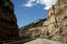Glenwood Canyon (Photo by: Patrick Pelster – Wikimedia Commons)