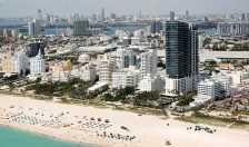 Miami Beach Strip (Photo by: Miamiboyz – Wikimedia Commons)