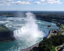 Niagara Falls in Ontario (Photo by: Helen Filatova - Wikimedia Commons)