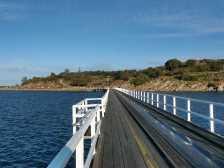 The Causeway leading to Granite Island (Photo by: Ian W. Fieggen - Wikimedia Commons)